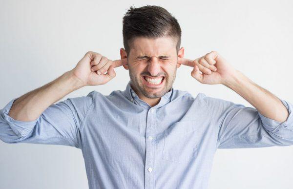 Zaburzenie słuchu szumy uszne
