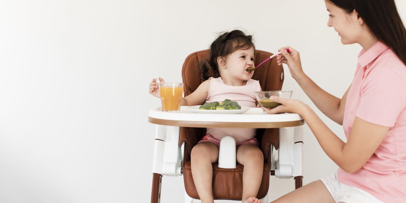 neurologopeda omawia problem karmienia wcześniaków